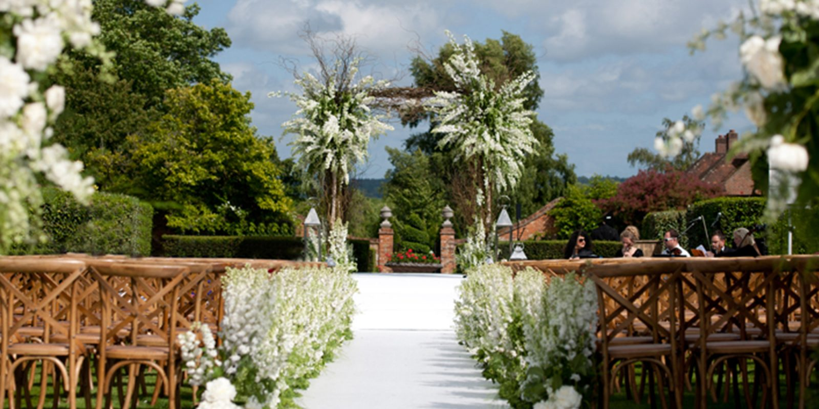 Countryside Wedding in Four Seasons Hotel Hampshire Gardens